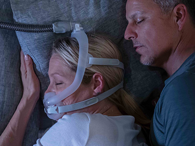 AirFit-F30i-tube-up-nasale CPAP-Maske Schlaf-Apnoe-Therapie - ResMed Schweiz