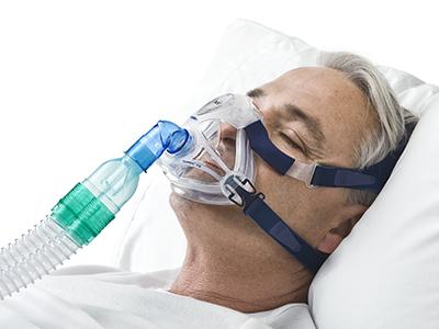 masque-sans-fuite-traitement-respiratoire-non-invasif-ResMed-400x450